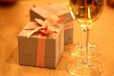 特別な夜には特別なジュエリーをプレゼントしよう
