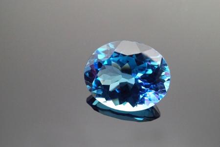 11月の誕生石トパーズ、透明感のある美しい宝石