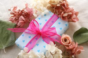 【2021年版】男女別にご紹介!予算1万円で特別感を出せるプレゼントとは?