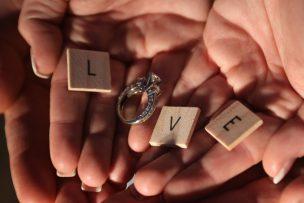 手のひらの上の指輪